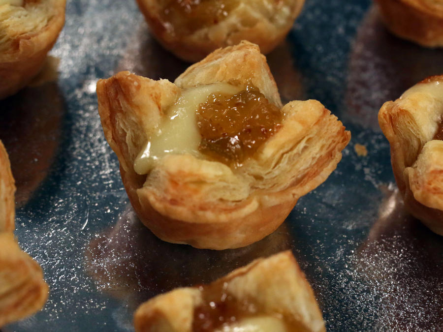 holiday recipes brie and jam puff pastry bites